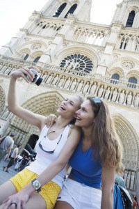 FL-Paris-Notre-Dame---Students-in-front-of-Notre-Dame-Cathedral