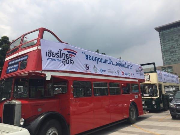 ข่าวโอลิมปิก อลังการ! คณะโอลิมปิก เหมารถบัสเปิดประทุน แห่ฮีโรไทย รามฯ-ทำเนียบ