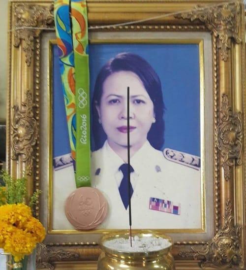 """ข่าวโอลิมปิก """"เทนนิส"""" ถึงสุราษฎร์ฯ คล้องเหรียญทองแดงให้คุณแม่ผู้ล่วงลับ"""