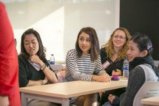 ร่วมกิจกรรม Team Building ในคลาสเรียน