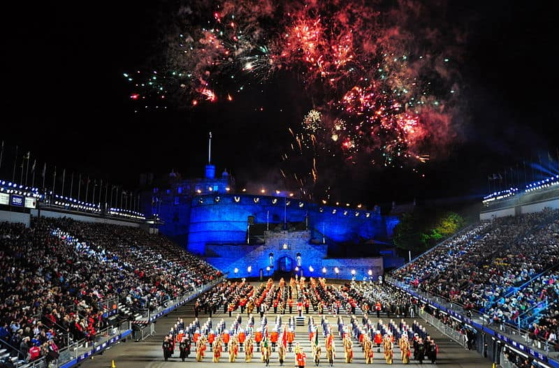 800px-Edinburgh_Tattoo_2010_(4946272332)