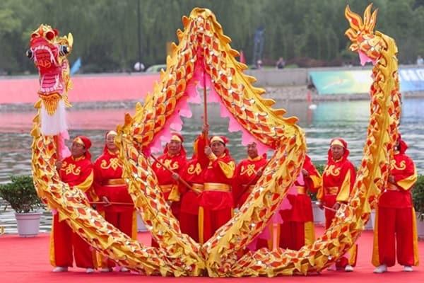 การเชิดมังกรในวันตรุษจีน