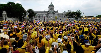 ทำไมคนไทยถึงนิยมใส่เสื้อเหลือง