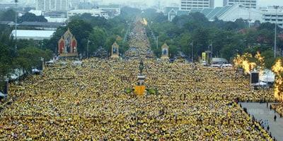 เหตุใดคนไทยจึงต้องใส่เสื้อเหลือง