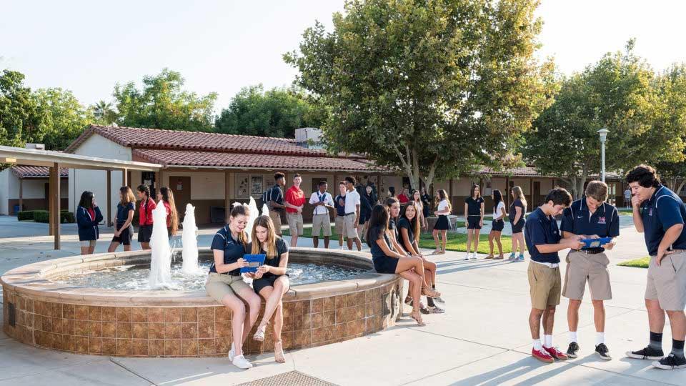 โรงเรียน San Joaquin Memorial High School แคมปัส